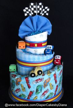 Step by step videos showing you how to make a diaper cake for baby shower Baby Shower Crafts, Baby Shower Gifts For Boys, Baby Shower Parties, Baby Boy Shower, Baby Gifts, Diaper Cake Boy, Nappy Cakes, Shower Bebe, Baby Shower Diapers