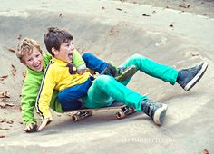 Children's photography outdoors with some action. Berlin based family photographer. www.lenimoretti.com