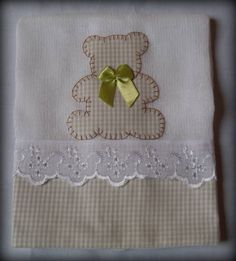 Risultati immagini per aplique toallas bebes Baby Applique, Baby Embroidery, Applique Patterns, Applique Quilts, Applique Designs, Sewing For Kids, Baby Sewing, Sewing Crafts, Sewing Projects
