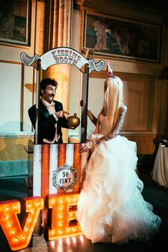 kissing booth - crazy vintage circus wedding - photography by Maison Pestea - see more on http://weddingwonderland.it/2014/01/vintage-circus2.html