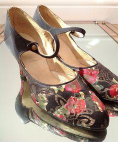 77d07ce12526 Beautiful 1920s shoes floral lamé design Art Deco flapper