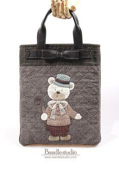 퀼트패키지-리본곰돌이 납작토트백 패키지 : 네이버 블로그 Hand Embroidery Designs, Beautiful Bags, Burlap, Reusable Tote Bags, Quilts, Pattern, Fabric Scrap Crafts, Scrappy Quilts, Feltro