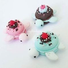 Macaron turtles are USD and whales are USD Prices depend on time, difficultly, and other factors Etsy link is in the bio! Polymer Clay Turtle, Polymer Clay Kawaii, Polymer Clay Animals, Polymer Clay Charms, Polymer Clay Creations, Kreative Desserts, Cute Baking, Cute Clay, Clay Food