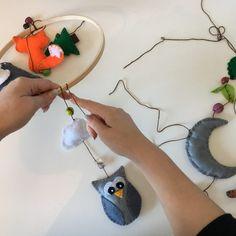 Make Your Own Woodland Animals Felt Mobile [ + FREE TEMPLATES!] - Create & Craft Blog Felt Patterns Free, Felt Animal Patterns, Easy Patterns, Sewing Patterns, Diy Waldorf Toys, Homemade Mobile, Felt Crafts Diy, Fall Crafts, Felt Mobile