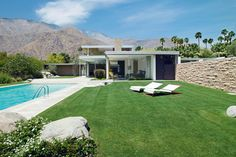 Kaufmann house by Richard Neutra in Palm Springs Richard Neutra, Beautiful Architecture, Modern Architecture, Palm Springs, Rectangular Pool, Desert Homes, California Homes, Spring Home, Mid Century House