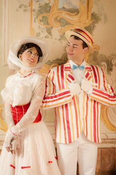 Mary Poppins and Bert Cosplay. Oh my gosh, that is darling! I would love to cosplay Mary, but I don't have the right face. I don't really look like Julie Andrews at all. Disney Cosplay, Couples Cosplay, Epic Cosplay, Amazing Cosplay, Disney Costumes, Nerdy Couples Costumes, Hallowen Costume, Couple Halloween Costumes, Halloween Cosplay