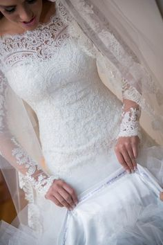 Stunning Lace Wedding Gown ... I Love This!