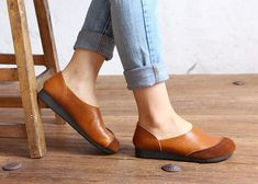 Light Brown Handmade Shoes,Oxford Women Shoes, Flat Shoes, Retro Leather Shoes, Casual Shoes,Slip Ons,Loafers Very Comfortable Shoes  More Shoes: https://www.etsy.com/shop/HerHis?ref=shopsection_shophome_leftnav  ♥♥♥♥♥♥If you do not know which size you need to choose, please tell me the length of your feet, I would recommend you the size which is fit for your feet.;-)  PLEASE NOTE THAT the foot must be firmly on the floor when you measure the length and width of your foot. And remember to…