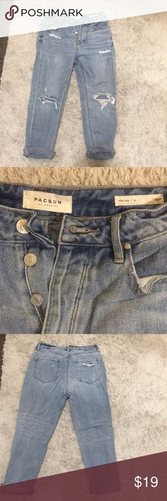 """Pacsun jeans, """"Mom Jeans"""" another one of my faves i can just no longer pull off as they're too big on me. Size 26 """"Mom Jean"""" style jeans from Pacsun PacSun Jeans Ankle & Cropped"""