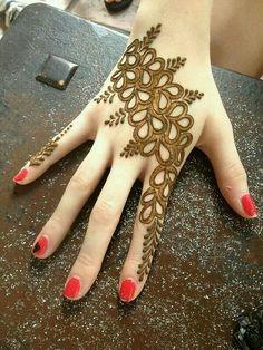 Mehndi Design Offline is an app which will give you more than 300 mehndi designs. - Mehndi Designs and Styles - Henna Designs Hand Traditional Mehndi Designs, Simple Arabic Mehndi Designs, Simple Mehndi Designs, Mehndi Designs For Hands, Simple Henna, Henna Tattoo Designs, Beautiful Mehndi Design, Mehandi Designs Images, Mehandhi Designs