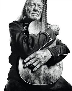 I've included this picture because Willie Nelson is a great example of country music at it's best. If a band of country music were to look for inspiration, Willie Nelson would be a great icon to look up at. Willie Nelson, Music Is Life, My Music, Music Books, Gospel Music, Jimi Hendricks, Happy 80th Birthday, Blues, Music Icon