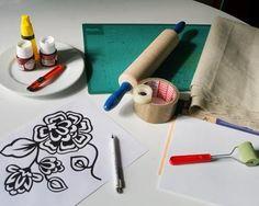 """Bonjour a toutes aujourd'hui une petit ft trés sypat et qu merite d'etre decouverte ; ) il vous faut pour cela un rouleau a patisserie de la colle forte , un petit rouleau a pnture de la pinture pour tissu un patron de dessein et de la toile """"mousse""""... Rolling Pin, Plastic Cutting Board, Stencils, Stampin Up, Creations, Goodies, Blog, Crafts, Fate"""