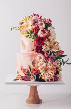 Wedding cakes are an iconic part of a big-day reception. There's nothing like a beautiful wedding cake, that looks almost too pretty to cut into. Pretty Wedding Cakes, Beautiful Wedding Cakes, Wedding Cake Designs, Beautiful Cakes, Amazing Cakes, Cake Wedding, Purple Wedding, Wedding Themes, Gold Wedding