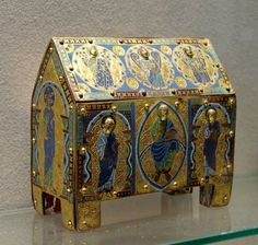 Reliquary vermicule Louvre - Chasse (casket) - Wikipedia, the free encyclopedia Wooden Containers, Wooden Boxes, Religious Icons, Religious Art, Limousin, Art Roman, Medieval Furniture, Louvre, Book Of Kells