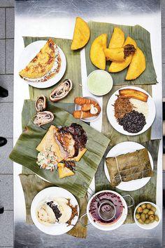 Banquete Venezolano (Tequeños, Hallacas, Empanadas de Pollo y Cachapas)