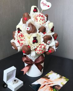 Chocolate Covered Treats, Chocolate Gifts, Chocolate Dipped, Valentine Treats, Valentines, Edible Fruit Arrangements, Chocolate Flowers Bouquet, Strawberry Art, Fruit Creations