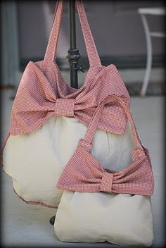 Handbag with bow sewing pattern.
