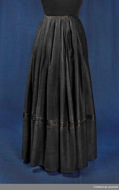Kjol - Trelleborgs museum / DigitaltMuseum Museum, Skirts, Fashion, Fashion Styles, Trelleborg, Moda, Skirt, Fashion Illustrations