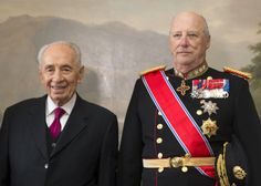 King Harald of Norway welcomes the President of Israel Shimon Peres his country May 12, 2014