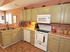 5006 Long Pointe Rd Wilmington NC 28409 Plenty of cabinet space in large open kitchen