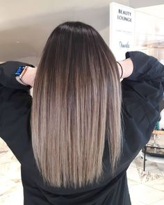 Golden Blonde Balayage for Straight Hair - Honey Blonde Hair Inspiration - The Trending Hairstyle Balayage Hair Blonde, Brown Blonde Hair, Golden Blonde, Honey Blonde Hair, Brunette Hair, Haircolor, Ombre Hair Color, Brown Hair Colors, Diy Hairstyles