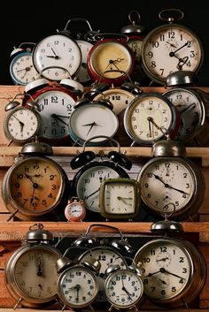 Collecting & Displaying Collections Of Vintage Clocks Creative ideas in crafts and upcycled, innovative, repurposed art and home decor. Vintage Alarm Clocks, Old Clocks, Antique Clocks, Radios, Plywood Furniture, Eames, Clock Tattoo Design, Clock Tattoos, Watch Tattoos