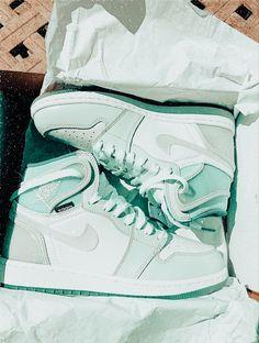 All Nike Shoes, Hype Shoes, Kd Shoes, Jordan Shoes Girls, Girls Shoes, Jordan Sneakers, Aesthetic Shoes, Cute Sneakers, Fresh Shoes