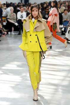 Sacai Spring 2019 Ready-to-Wear Collection - Vogue New Fashion Trends, Milan Fashion Weeks, Fashion 2018, Fashion Fashion, Winter Trends, Summer Trends, Vogue Paris, Yellow Fashion, Fashion Show Collection
