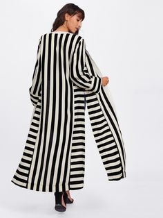 SheIn offers Block Stripe Slit Side Kimono & more to fit your fashionable needs. Tokyo Fashion, Kimono Fashion, Hijab Fashion, Mode Kimono, Mode Hijab, Striped Cardigan, Casual Summer Outfits, Blazers, Woman Outfits