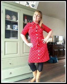 """Vandaag is rood! Verliefd op dit model jurkje, dat kan ik inmiddels wel zeggen. Ik mocht van mijzelf nog wat jurkjes bestellen en doorpassen. Heel gevaarlijk, want ik bestelde 3 kleuren van dit model en werd verliefd op alle 3! Vandaag show ik de rode, heerlijke kleur! De kleur rood/roze heb ik eigenlijk veel te … """"Outfit of the Day: Tante Betsy Dress Big Flower Red"""" verder lezen"""