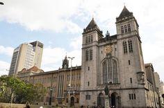 Mosteiro de São Bento - São Paulo - Brasil - É um símbolo de grande importância para a cidade de São Paulo. Com mais de 400 anos de História, o Mosteiro sempre teve grande influência na cidade. Vale lembrar a própria localização em que foi construído o cenóbio beneditino. O local era a taba do cacique Tibiriçá. Foi doado pela Câmara de São Paulo em 1600 aos monges.