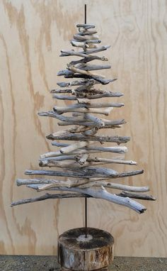 Drift Wood Christmas Tree Materials List 40 pieces of driftwood + a few extras 2 meter length of reinforcing rod Drill 1 small nail 20cm wide slice of log