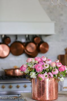 The Best Place to find Copper Pots and Pans French Country Cottage I love the bright metallics of copper in the kitchen! In this post, I'm sharing what my favorite source for copper pots and pans is and how to style them in your kitchen - DIY Craft Ideas Copper Pots, Copper Kitchen, French Country Cottage, French Country Style, Country Cottages, Rustic Cottage, French Decor, French Country Decorating, Cottage Decorating