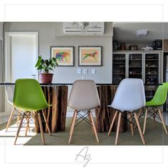 Mais uma sala de jantar linda onde nossas peças em madeira natural compõe a decoração do ambiente!  Site: azartenatural.com