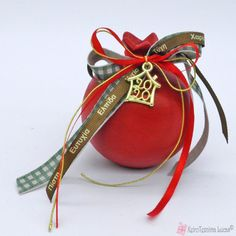 Christmas Home, Christmas Crafts, Christmas Decorations, Lucky Charm, Pomegranate, Flower Arrangements, Charmed, Craft Ideas, Leather
