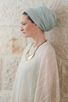 love this light blue turban ! turban fashion, turban headwrap, turban style, hair accessories, turbante