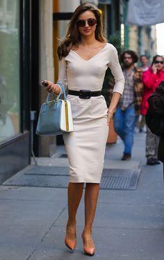 Miranda Kerr Photos Photos: Miranda Kerr in White - Herren- und Damenmode - Kleidung Chic Outfits, Summer Outfits, Fashion Outfits, Womens Fashion, Miranda Kerr Style, Office Looks, Victoria Dress, Fashion Fabric, I Love Fashion