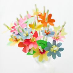 DIY sweet floral straws for mom. Kids Crafts, Craft Projects, Diy Flowers, Paper Flowers, Mothers Day Crafts, Paper Straws, Making Ideas, Party Planning, Party Time