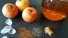 Ein herzhafter Apfel-Chili-Drink macht munter und stärkt die Abwehrkräfte. Dieses Rezept schmeckt süß und scharf zugleich. Chili, Munter, Peach, Apple, Fruit, Drinks, Food, Apple Juice, Homemade