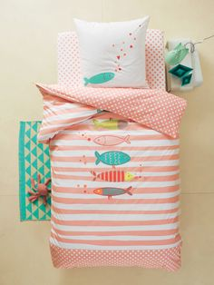 Parure housse de couette + taie d'oreiller enfant Avec cet ensemble housse de couette , on part à la pêche aux jolis rêves ! www.vertbaudet.fr - Collection Printemps-Eté 2017