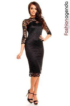 Rochie cu maneca lunga de culoarea neagra. Este croita integral din dantela, materialul este elastic si se muleaza pe corp. Compozitie: 95% Polyester 5% Elastan #rochiideseara