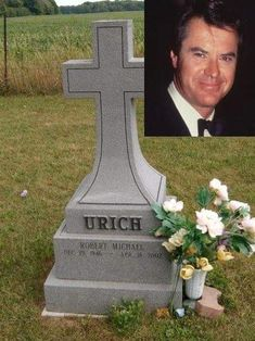 Robert Urich – *In July Urich announced he had been diagnosed with synovial sarcoma, a rare form of cancer that attacks soft tissue. (He was cremated and his ashes were buried on the grounds of his family's vacation home in Canada. Cemetery Statues, Cemetery Headstones, Old Cemeteries, Cemetery Art, Graveyards, Julius Caesar, Tombstone Epitaphs, Peace In The Valley, Grave Monuments