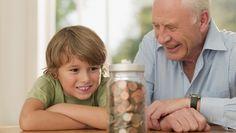 L'assurance-vie est un outil parfait pour transmettre de l'argent à de jeunes mineurs. Assurance Vie, Retirement Planning, Grandparents, Dog Food Recipes, Pets, Children, Parfait, Financial Planning, Retirement