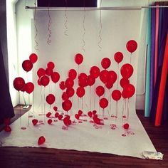red balloon photo backdrop