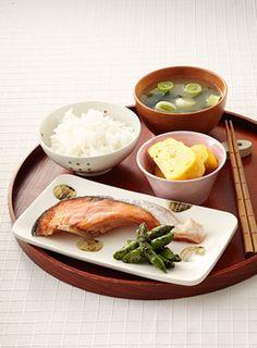 鮭の塩焼き朝定食 Clean Recipes, Healthy Recipes, Japanese Dishes, Japanese Food, Food Porn, Exotic Food, Daily Meals, Miniature Food, Food Cravings