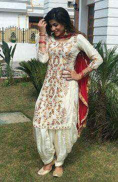 Punjabi Girls, Punjabi Dress, Punjabi Suits, Pakistani Dresses, Indian Dresses, Salwar Suits, Indian Designer Suits, Indian Suits, Indian Attire