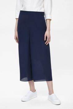 8abf2c05b5517 These cropped trousers are a wide-leg style with a loose fit in a  lightweight