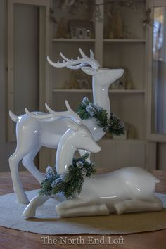 White reindeer with pine and maybe snow spray Christmas Deer Decorations, Diy Wedding Decorations, Christmas Ornaments, Grey Christmas Tree, Christmas Home, Christmas Arts And Crafts, Halloween Home Decor, Scrapbooking, White Reindeer