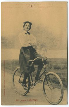 Do people know the importance of the bicycle in the history of Women s equality? Velo Vintage, Vintage Cycles, Vintage Bikes, Historical Clothing, Historical Photos, Tweed Run, Bike Poster, Old Bicycle, Steampunk Hat