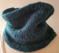 Hand-knitted cowl for men and women in green chunky yarn